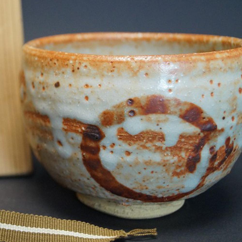 Handgetöpferte japanische Teeschale (Chawan) Shino Keramik