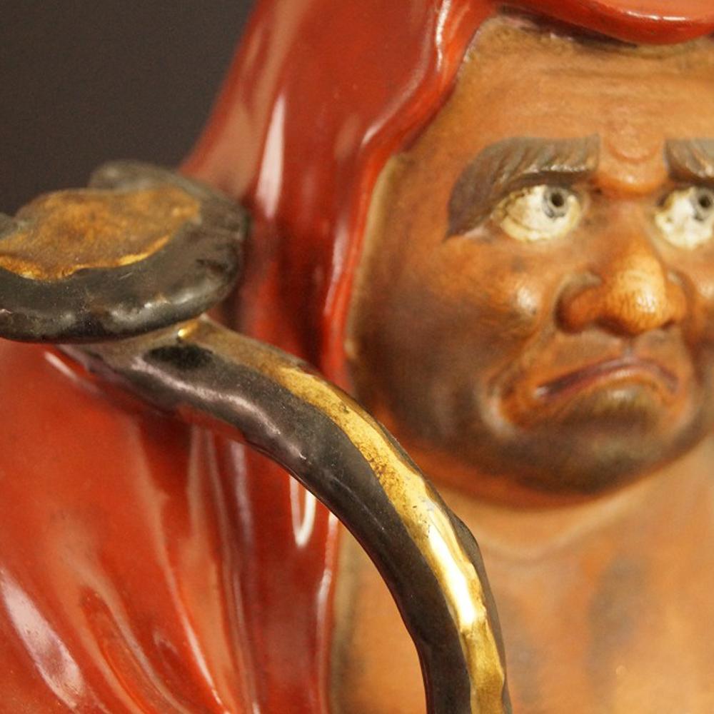 Japanische Bodhidharma (Daruma) Figur aus rotem Kutani-Porzellan