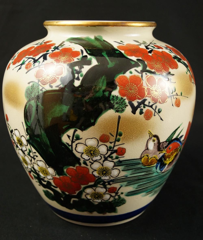 Enten und Pflaumenblüten - Japanische handgearbeitete Vase aus Kutani Porzellan