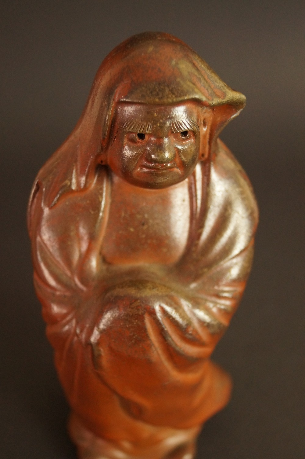Japanische Bodhidharma (Daruma) Figur aus Bizen-Keramik