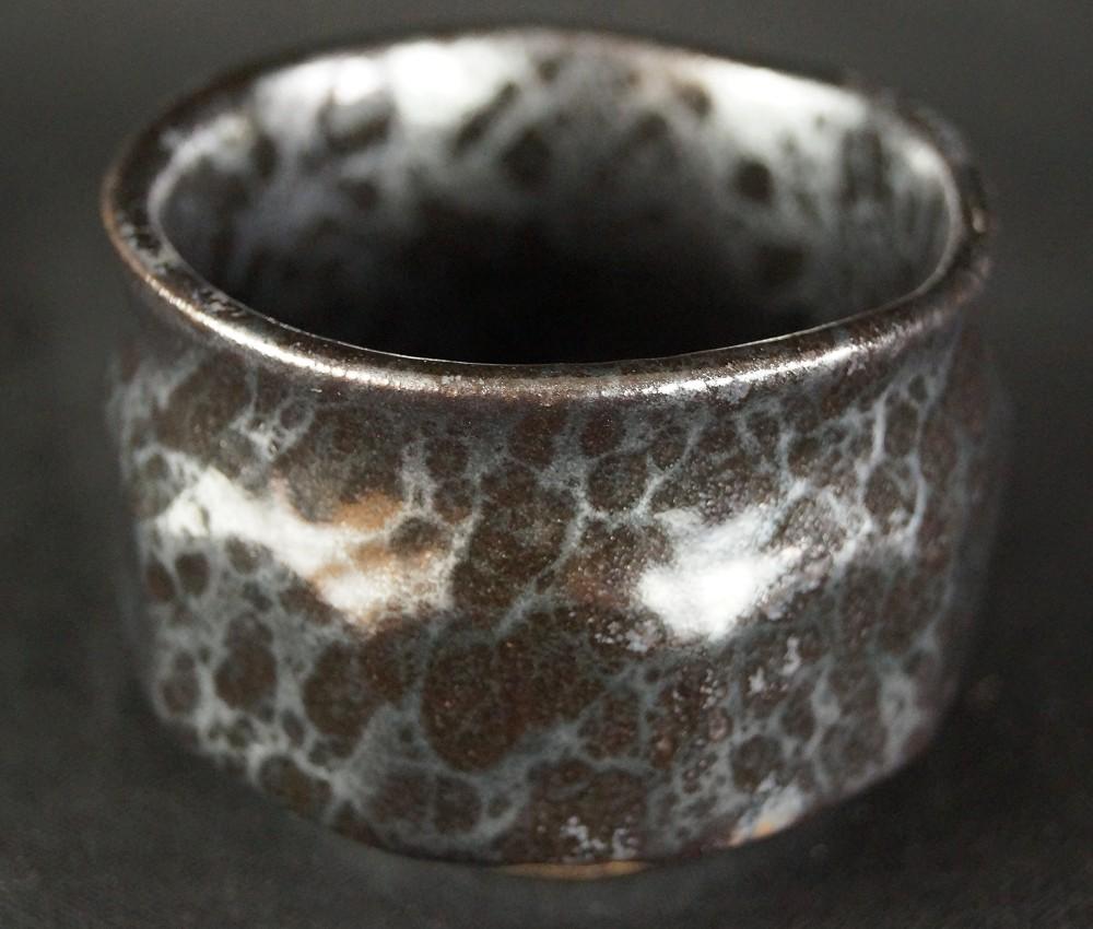 Handgetöpferte japanische Sake Schale (Guinomi) Seto Keramik von Shozan Kato