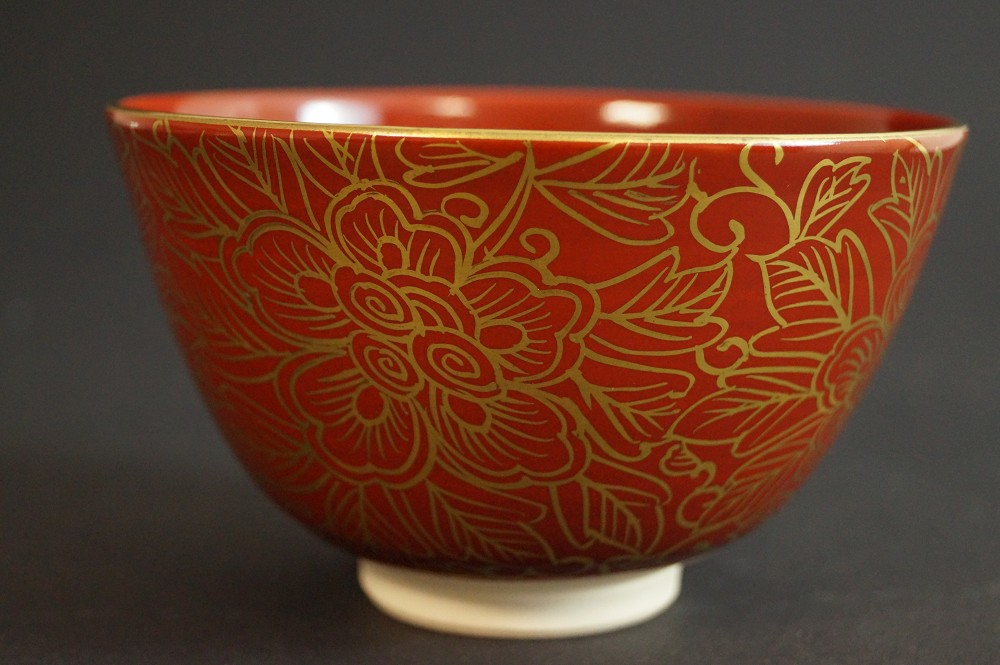 Handgetöpferte japanische Teeschale (Chawan) mit Pfingstrosenmotiv Kyoto Keramik von Toraku Morisato
