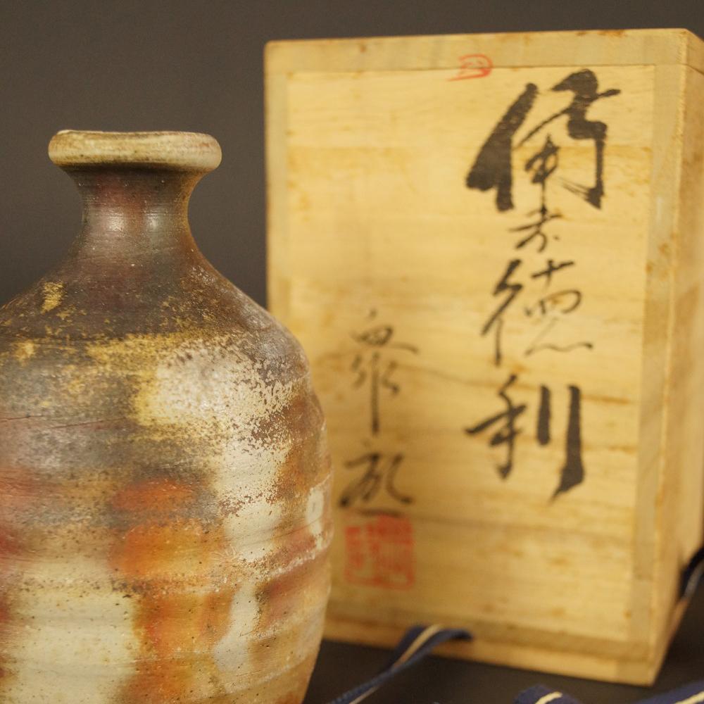 Handgetöpferte japanische Sake Flasche (Tokkuri) aus Bizen Keramik