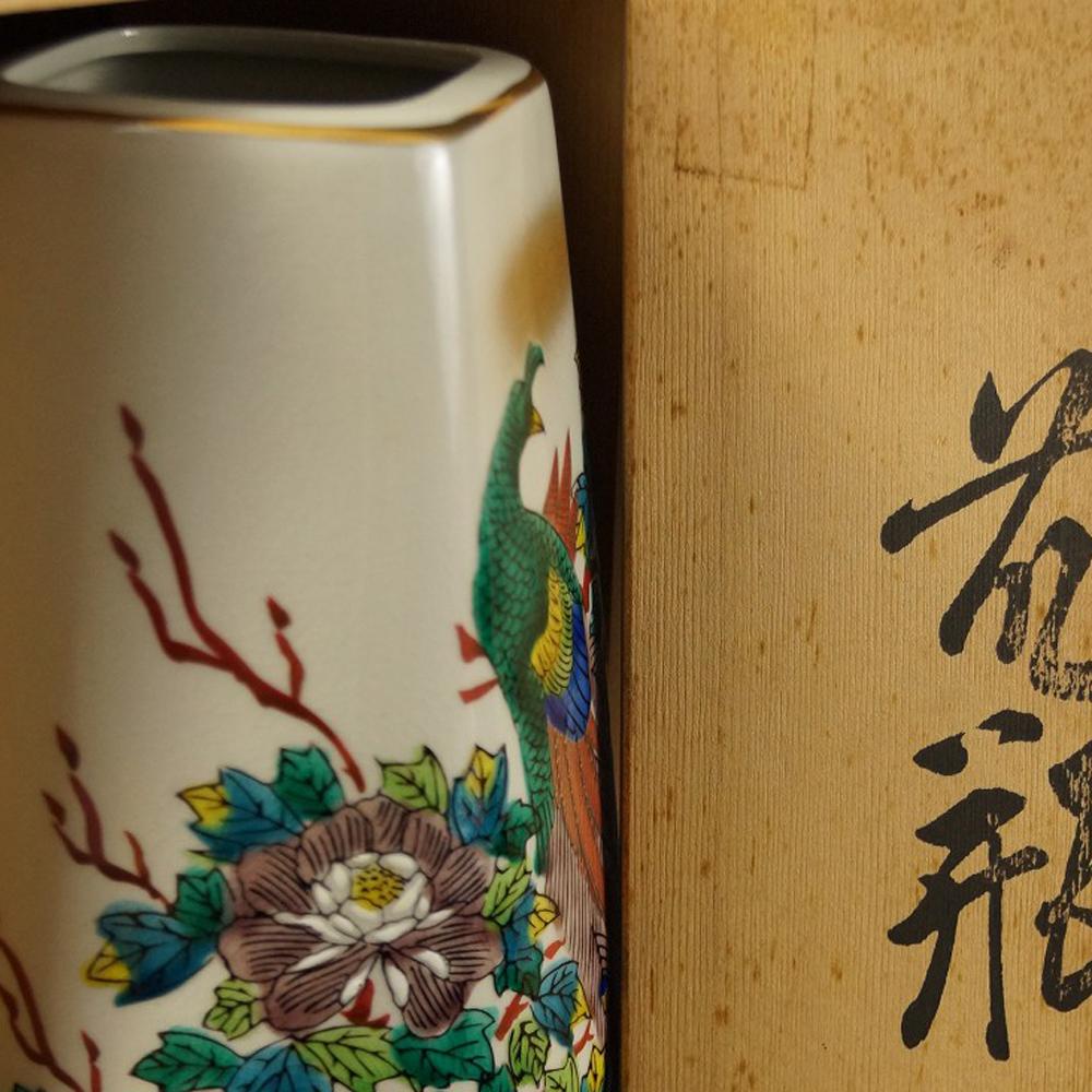 Pfingstrosen - japanische handgearbeitete Vase aus Kutani Porzellan