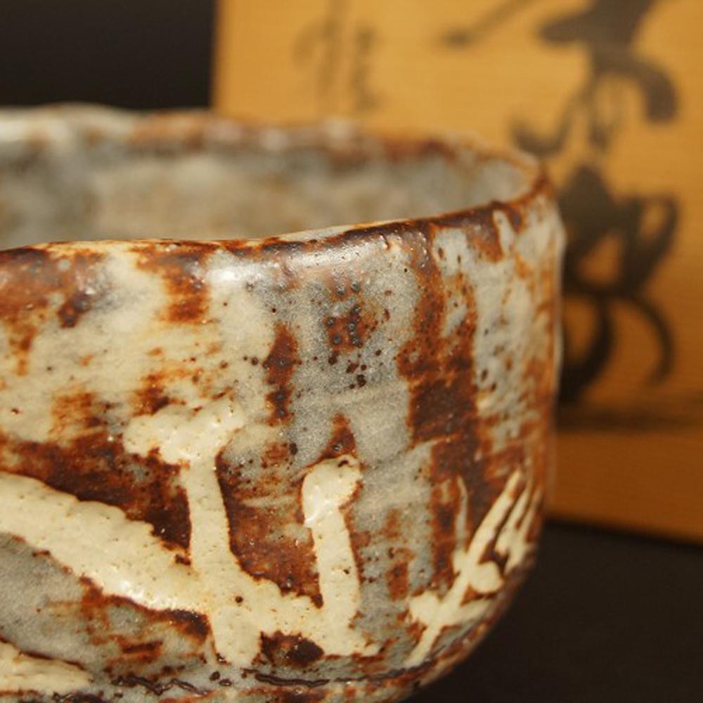 Handgetöpferte japanische Teeschale (Chawan) Shino Glasur