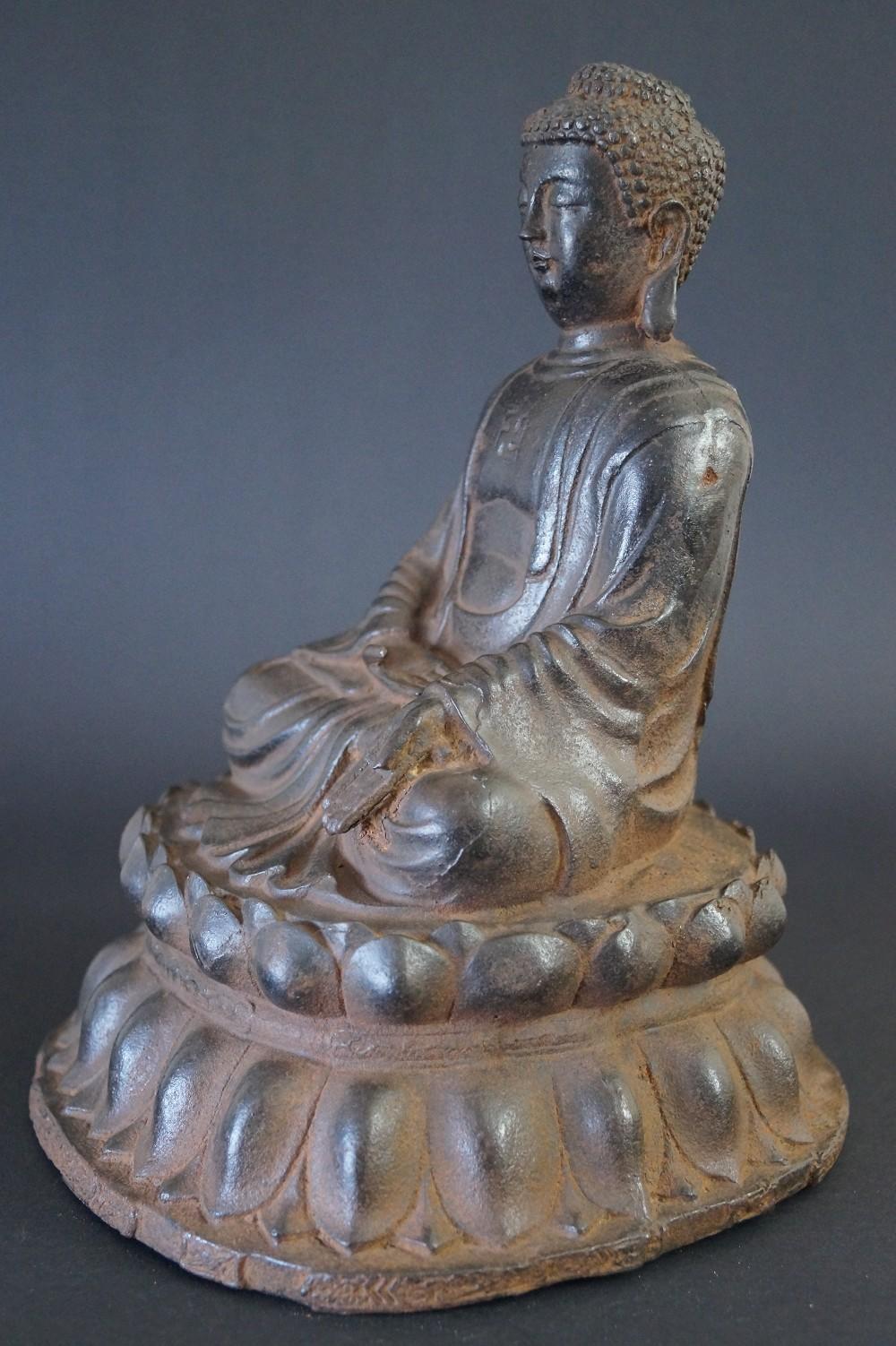 Japanische Buddhafigur aus Eisen