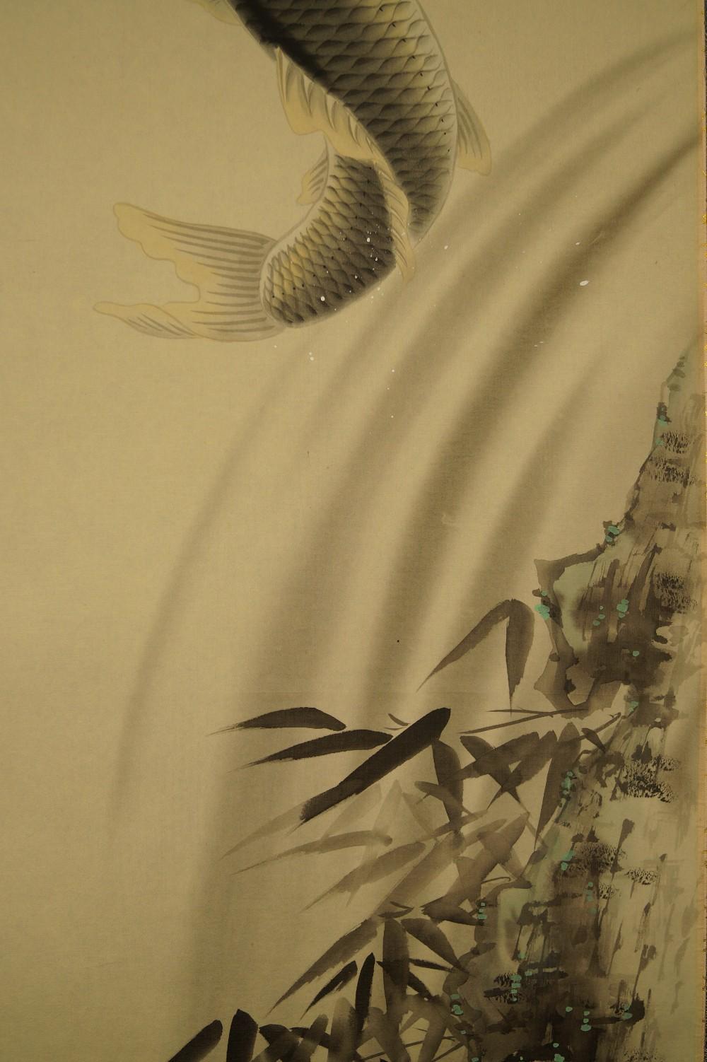 Koi am Wasserfall - japanisches Rollgemälde (Kakejiku, Kakemono)