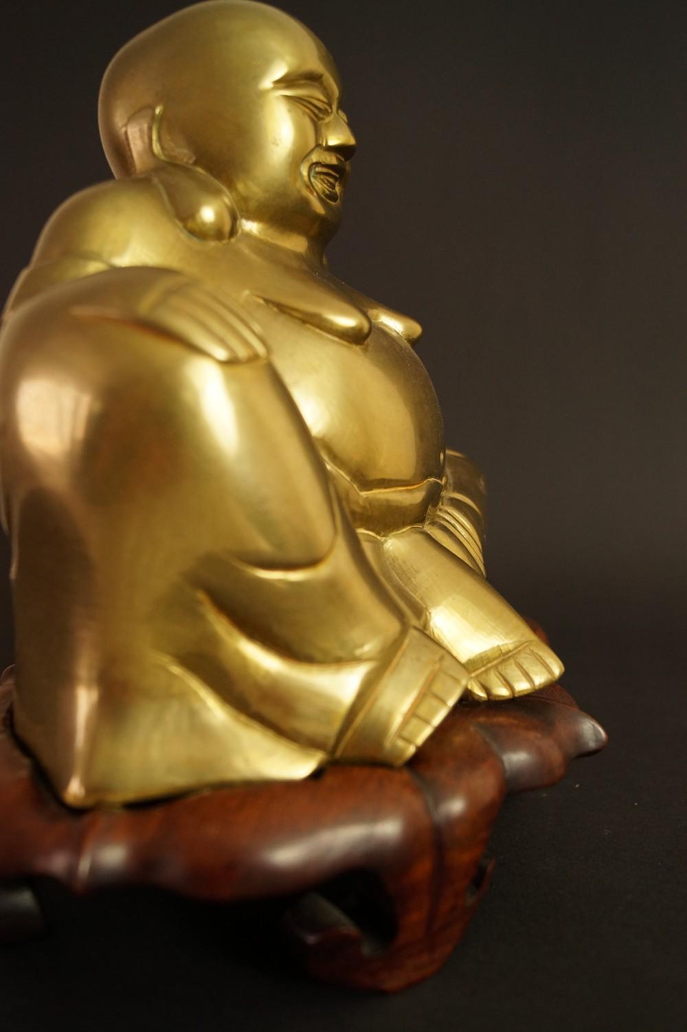 Hotei Figur aus Messing mit Holzständer