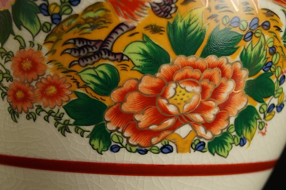 Vögel und Pfingstrosen - Japanische handgearbeitete Vase aus Kutani Porzellan