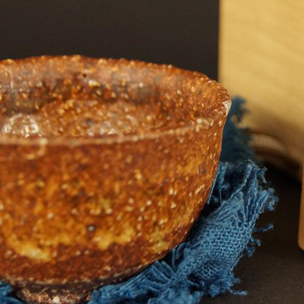 Handgetöpferte japanische Sake Schale (Guinomi) Shigaraki Keramik