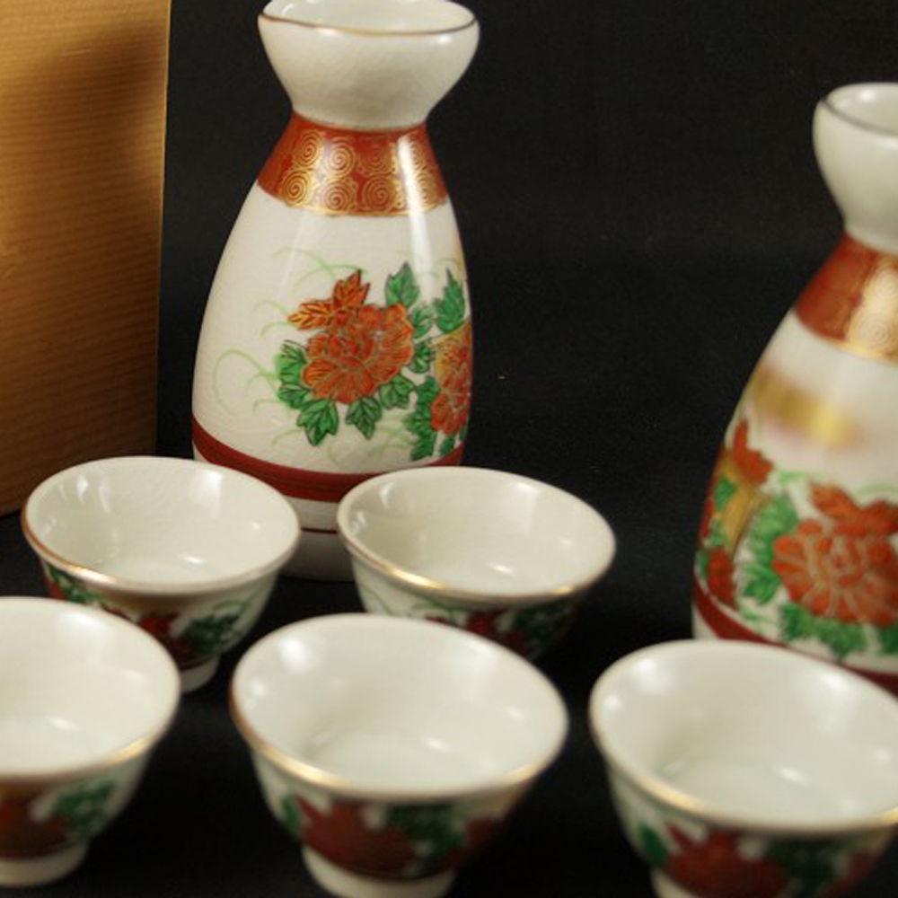 Sake Set mit Blumenmotiv - japanische Handarbeit aus Kutani Porzellan