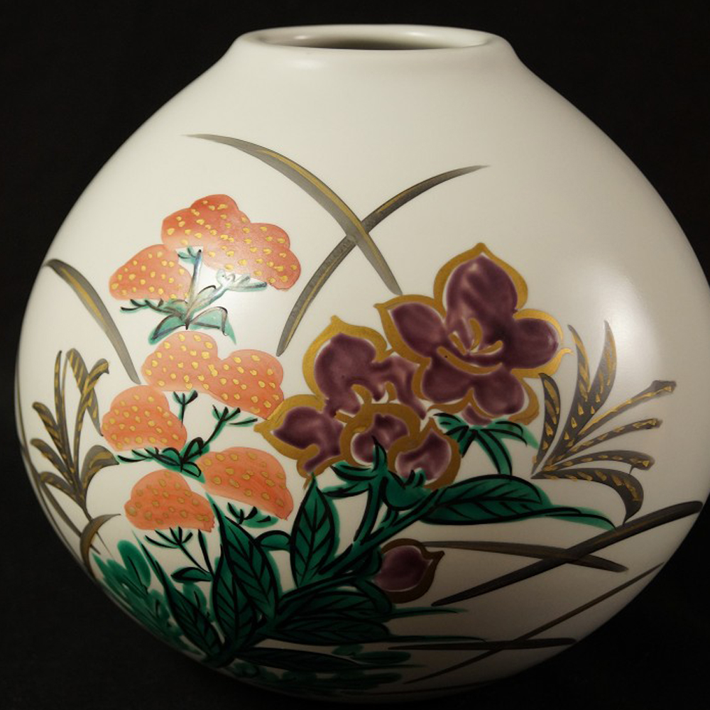 Blumen - japanische handgearbeitete Vase aus Kutani Porzellan