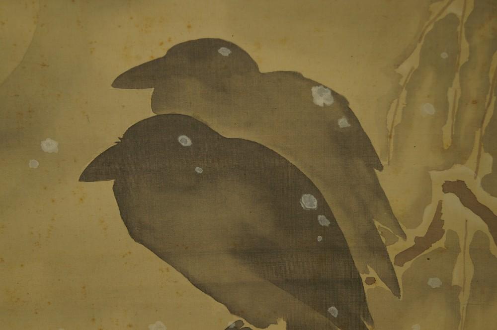 Zwei Krähen an einer verschneiten Nacht - japanisches Rollgemälde (Kakejiku, Kakemono)